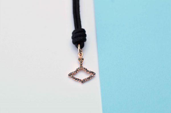 Logo Ciondolo Oro Rosa Sgriffato Diamanti Neri
